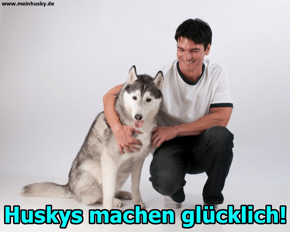 Ein Mann posiert für das Foto mit seinem Husky