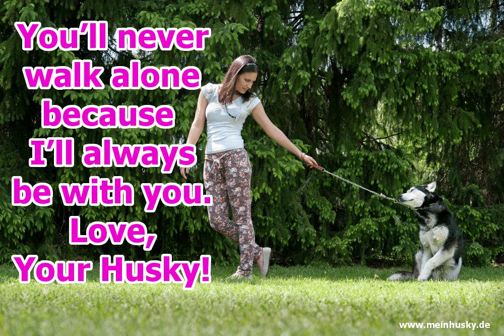 Eine Frau geht mit ihrem Husky